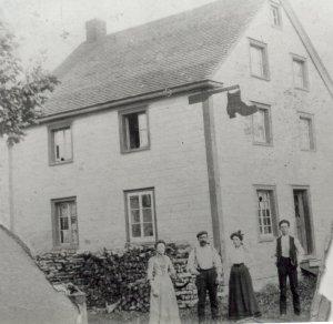 """Maison de mon grand-père, Edmond """"Tom"""" Petit, en 1903."""