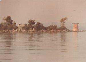 Les deux phares, dans un état pitoyable, autour de 1975 (photo: Fernand Genest).