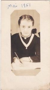 Moi, étudiante au couvent, en 1951...