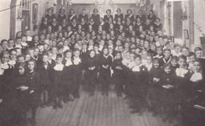 Année scolaire1948-1949 au couvent de Deschambault (photo tirée de l'album souvenir du centenaire du couvent en 1961.
