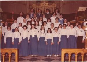 Chorale du Vieux Presbytère, dirigée à l'époque par Louise Montambault (extrême droite, première rangée).
