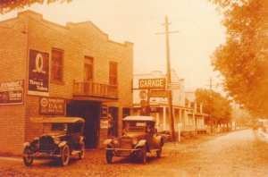 Le central fut relocalisé dans une partie du garage Mayrand, puis quelques années plus tard, dans la maison de Lauréat Laplante (la 3e vers la droite).