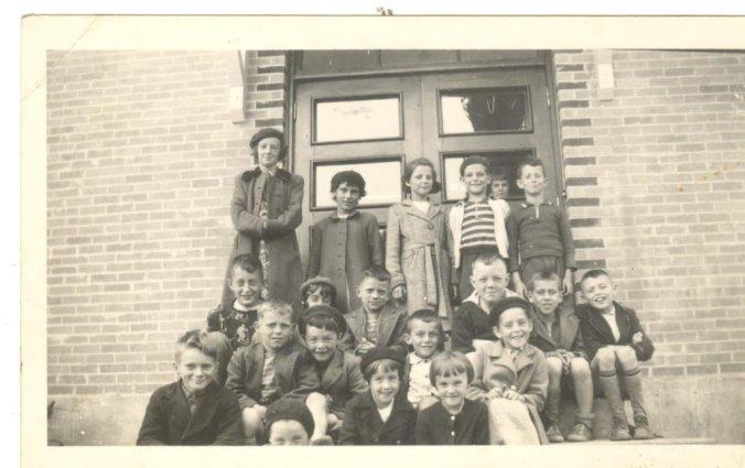 L'école Centrale (école du Phare), peu de temps après sa construction (début des années 50).