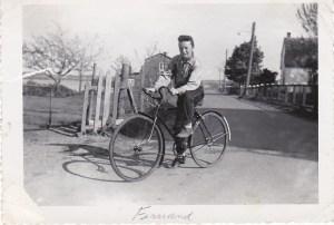Mon frère Fernand, en vélo dans la rue Saint-Joseph,1958.