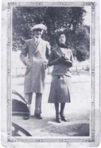 Mon père et ma mère, prêts pour leur voyage de noces!