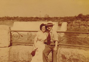 Nouveaux mariés à Niagara Falls en 1951