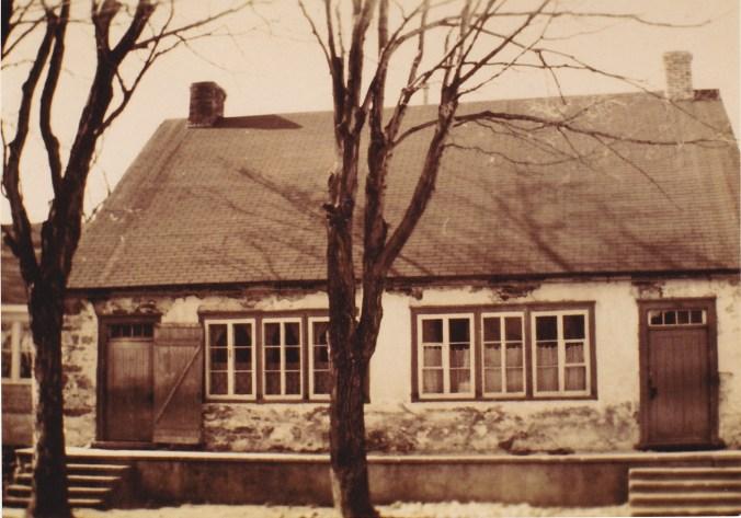Ancienne école. L'actuelle école Du Phare a été construite juste à l'arrière en 1950-51.