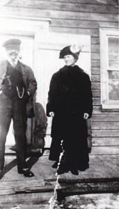 Mes grands-parents, Blanche et Tom, endimanchés pour aller à l'église.
