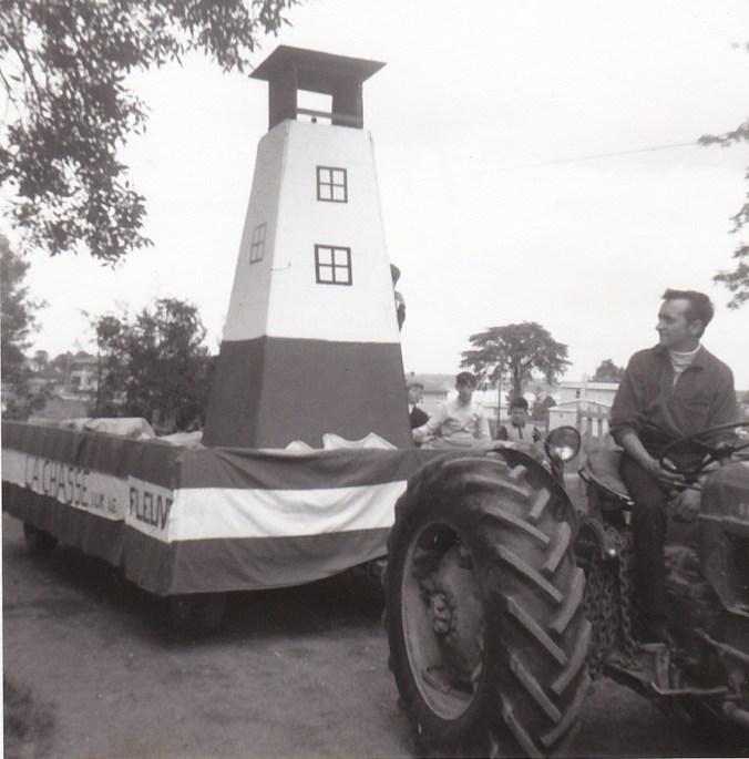 Char allégorique de la parade de la Saint-Jean-Baptiste, Portneuf, 1968 (coll. privée Madeleine Genest Bouillé)