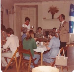 Déjeuner des Fermières au Vieux Presbytère, 1980 (coll. privée, Madeleine Genest Bouillé).