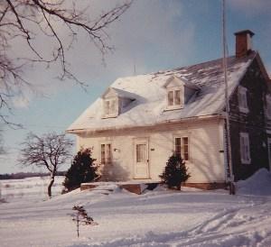 Maison de Louis-Joseph Bouillé, probablement la 2e maison construite sur la terre ancestrale, sur le chemin du Roy (photo: coll. privée Madeleine Genest Bouillé).