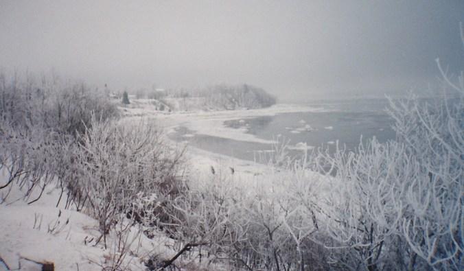 Quand on l'aperçoit, tout emmitouflé dans son manteau d'hiver, il est impressionnant! (Photo de Jacques Bouillé, 1997).