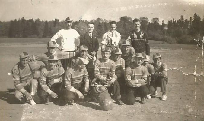 Équipe de balle de Deschambault, avec certains des meilleures joueurs du comté! (coll. privée Madeleine Genest Bouillé).