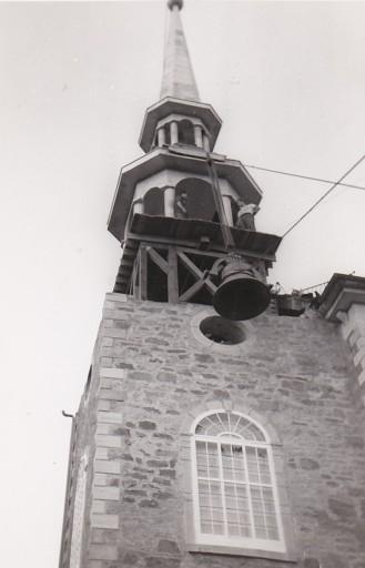 Descente des cloches, en 1957 (coll. privée Madeleine Genest Bouillé).
