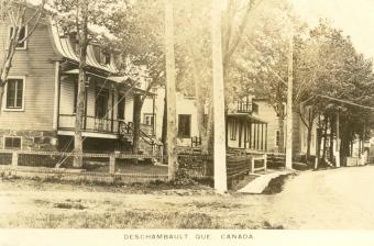 Au premier plan, maison de J.B.H. Gauthier (aujourd'hui, le restaurant Chez Moi).