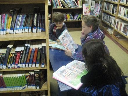Des enfants lisent... 2016.