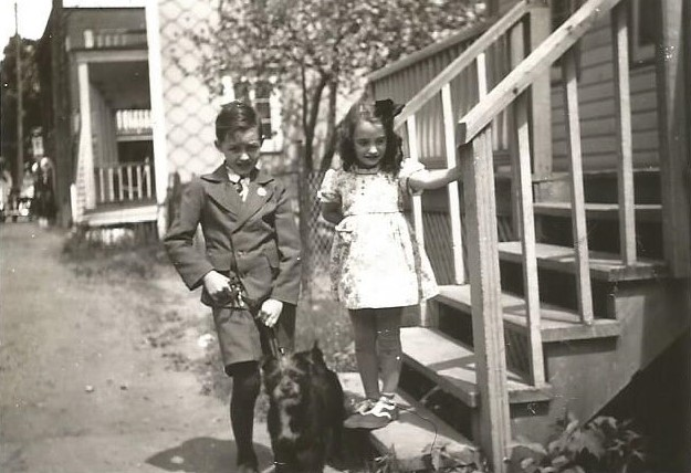 Avec mon cousin Michel, décédé à 20 ans, et son chien Toutou.