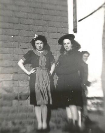 Mes tantes Rollande et Gisèle dans leur jeunesse.